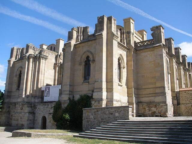 640px-Basílica_de_Santa_Teresa,_Alba_de_Tormes