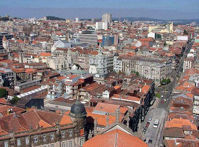 640px-Central_Porto_from_Torre_dos_Clérigos