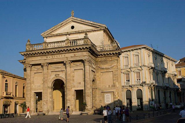 640px-KOS_Lanciano_Basilica